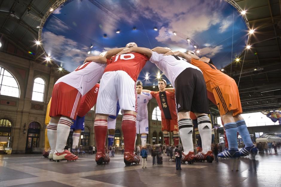 """Impossible – Huddle"" EURO 2008 | Move it Media, Nürnberg | Schweiz / Zürich | adidas AG | Sonderbau | Dr. Kreutz+Partner - Beratende Ingenieure"