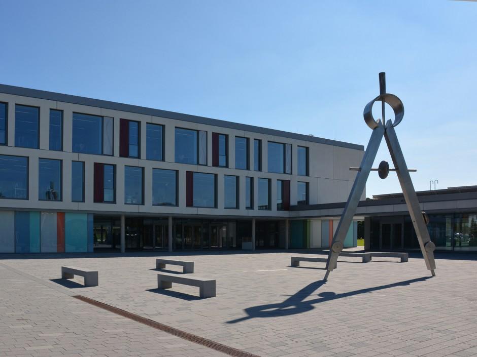 Zirkelskulptur Wendelstein | Verena Reimann | Wendelstein | Landratsamt Roth Facility Management | Sonderbau | Dr. Kreutz+Partner - Beratende Ingenieure